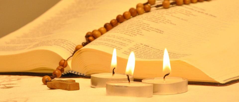 chapelet_bible_et_bougies